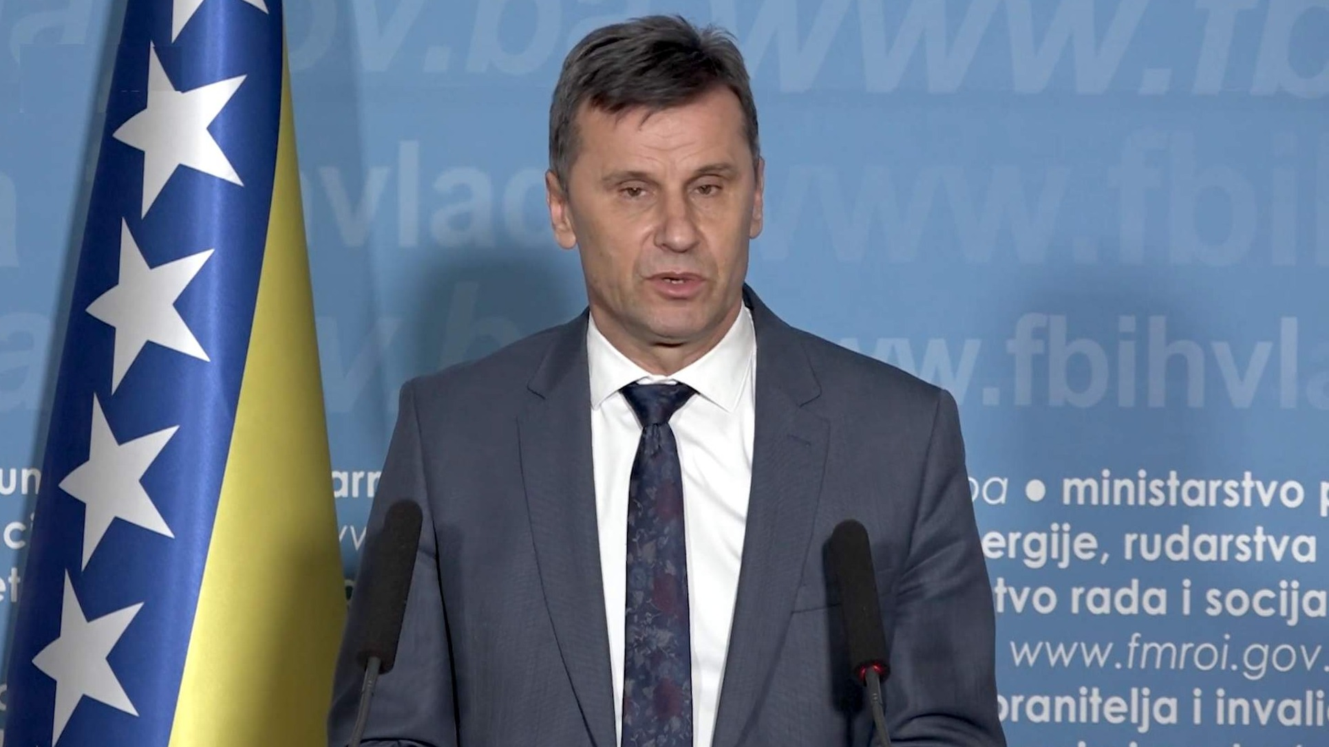 Fadil Novalić: Vlada FBiH usvojila zakon o ublažavanju negativnih  ekonomskih posljedica | Preporod.info