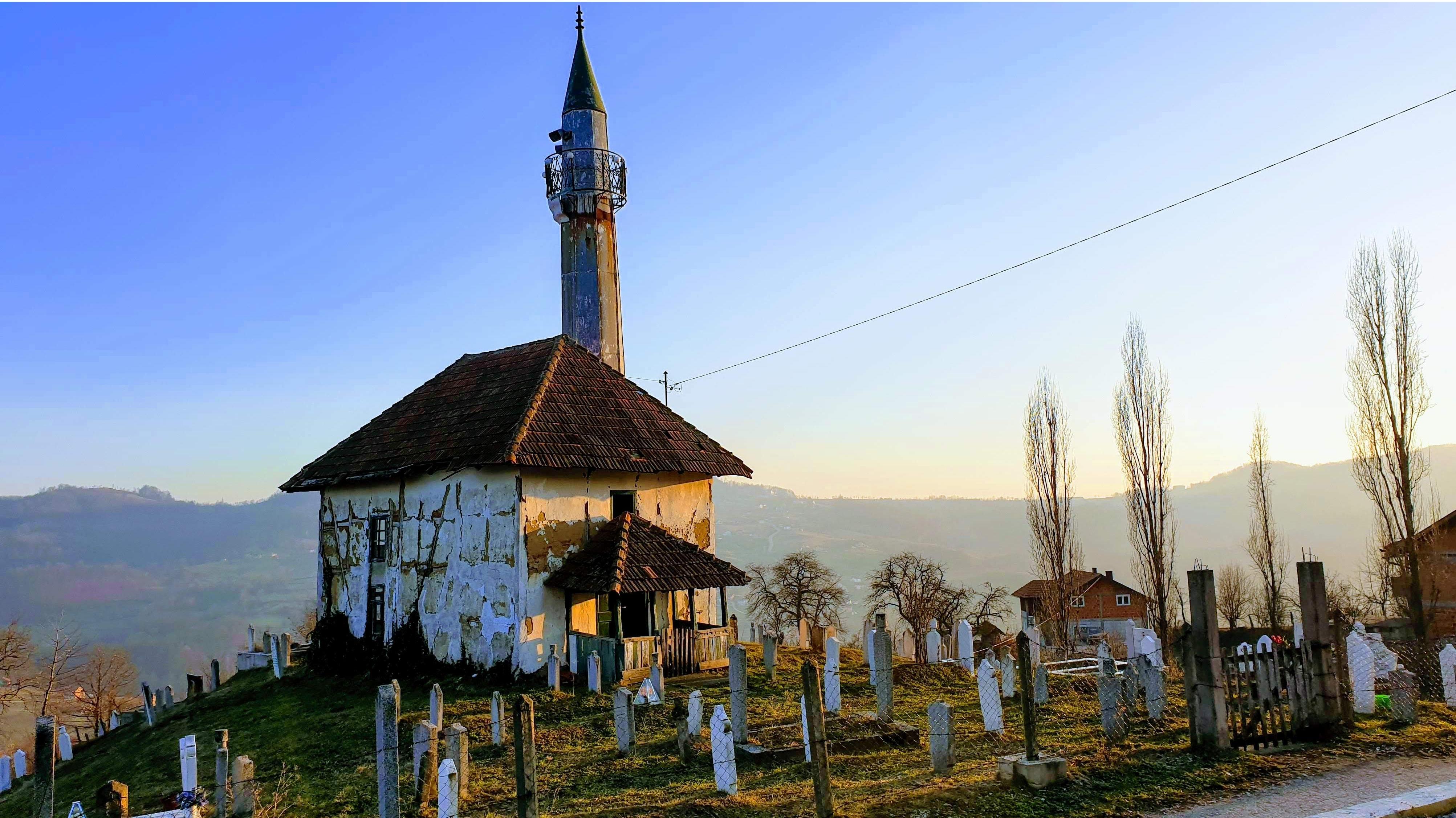 Fotoreportaža: Džamija pod maćehinskom zaštitom države