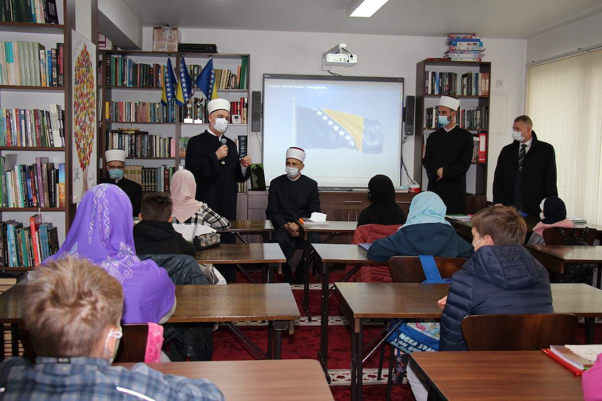 2.JPG - Reisu-l-ulema Kavazović posjetio mektebe Medžlisa (IZ) Sarajevo